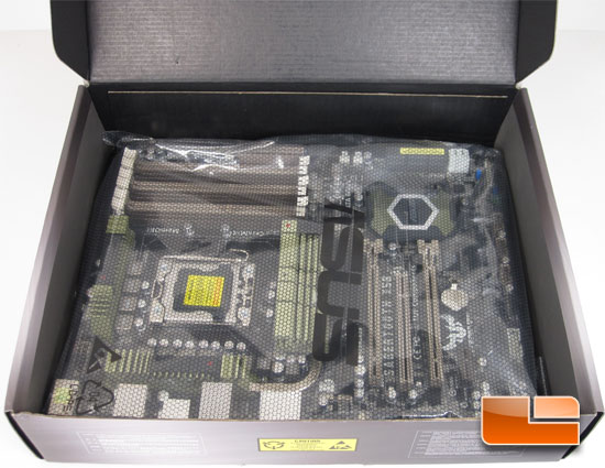 ASUS Sabertooth X58 Retail Box and Bundle