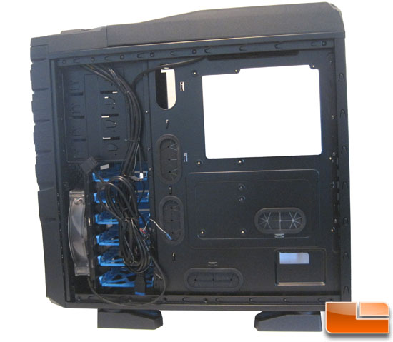 Thermaltake Chaser MK-1 behind the right panel