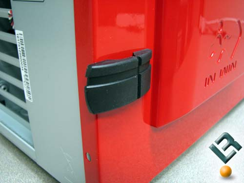 Toolless case latches on the In Win F430