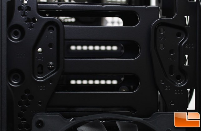 Corsair-Graphite-780T-Build-Drive-Cage-Screw