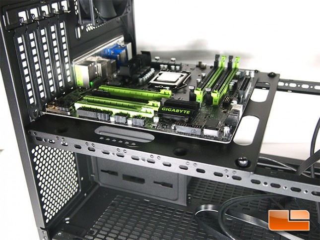 thermaltake-core-x2-mobo-install
